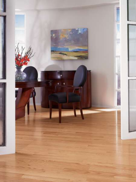Red Oak flooring has pink tones with hues of red, a practical choice for homeowners with its strength & durability.